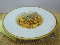 Finom, olaszos jellegű tésztaétel. Ha valamilyen sűrített paradicsom készítményt (akár saját eltevésűt) használsz, nagyon gyorsan elkészül. Wok, Spaghetti, Churchill, Ethnic Recipes