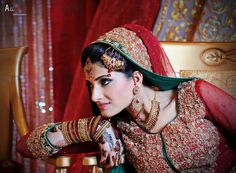 Asian Bride with indian makeup Weeding Makeup, Bridal Makeup, Asian Makeup Tutorials, Indian Wedding Bride, Indian Makeup, Asian Bride, Makeup Studio, Pretty Face, Best Makeup Products