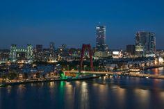 Het uitzicht op Rotterdam-Zuid met De Hef en de Willemsbrug