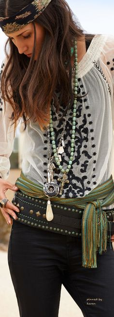Bohème Babe Bohemian Hippie Gypsy Lifestyle - Make it happened with vintage retro home decor fashion jewelry from www.rubylane.com @rubylanecom #rubylane