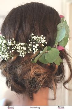 natural and loose bridal hairstyle with gypsophila type: very natural, undon … - Brautfrisuren Braut Make-up, Gypsophila, Media Images, Veil, Hair Beauty, Long Hair Styles, Bridal Hairstyles, Natural, Cloud