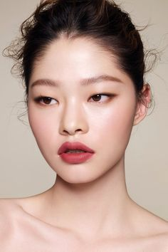 Kim A Hyun Hyun Lip In 2019 Lips Monolid Makeup Natural – Eye Makeup natural Smudged Eyeliner, Monolid Eyes, Asian Eye Makeup, Lip Makeup, Makeup Art, Eyeliner Wing, Korean Makeup, Japanese Makeup, Asian Makeup