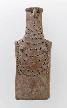 Idole en forme de plaquette  Bronze Moyen (2000 - 1600 avant J.-C.)  Terre cuite modelée à engobe rouge : Red Polished IV H. : 15,50 cm. ; L. : 5,70 cm. ; Pr. : 1,60 cm.  Acquisition G. Dosseur, 1894 Département des Antiquités orientales AM 560