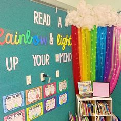 LOVE THE RAINBOW . Do you have a classroom theme? with rainbow is a great idea for classroom decor! Preschool Classroom Decor, Preschool Rooms, Classroom Jobs, Classroom Displays, Kindergarten Classroom, Toddler Classroom Decorations, Rainbow Room, Rainbow Theme, Reading Corner School