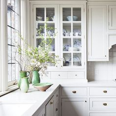 Fabulous neo-trad kitchen by Sophie Burke. Love this classic kitchen with glass fronted cabinets and unlacquered brass hardware