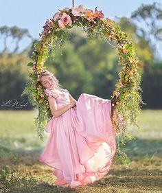 Swing floral photographie de mode Anna Triant Couture robe enfant photographie Source by gulcintek