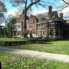 The Historical Boston Edison District in Detroit, Michigan (Instagram: Crystalroselove)