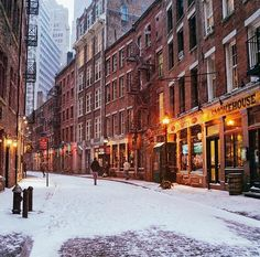 mystic-revelations: New York City's Stone Street in the Snow By Vivienne Gucwa Beautiful Streets, Beautiful World, Beautiful Places, Nyc Snow, Stone Street, New York City Manhattan, Usa Cities, New York Photos, Walking Tour