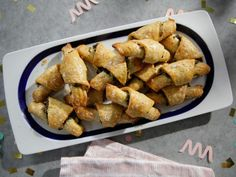 Get Spinach and Feta Rugelach Recipe from Food Network Cocktail Party Appetizers, Appetizer Dips, Appetizer Recipes, Wedding Appetizers, Cocktail Parties, Holiday Appetizers, Yummy Appetizers, Rugelach Recipe, Food Network Recipes