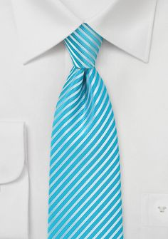 Corbata turquesa rayada fina 5€