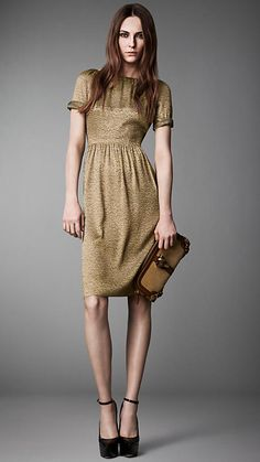 Explore all women's clothing from Burberry including dresses, tailoring, casual separates and more in both seasonal and runway designs Modest Wear, Modest Dresses, Modest Clothing, T Length Dress, Beautiful Outfits, Cool Outfits, Conservative Outfits, Business Casual Dresses, Burberry Women