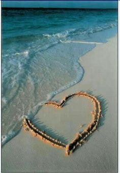 sand heart // summer time at the beach Heart In Nature, Heart Art, I Love Heart, Heart Pics, Heart Pictures, I Love The Beach, Belle Photo, Beautiful Beaches, Heart Shapes