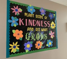 Spring time bulletin board with flowers for daycare or preschool! Flower Bulletin Boards, Elementary Bulletin Boards, Kindergarten Bulletin Boards, Summer Bulletin Boards, Preschool Classroom Decor, Teacher Bulletin Boards, Bulletin Board Display, Classroom Bulletin Boards, Classroom Door