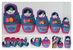 CHD Russian Matryoshka Nesting Dolls amigurumi crochet pattern. 5 dolls that stack inside each other, just like traditional nesting dolls.