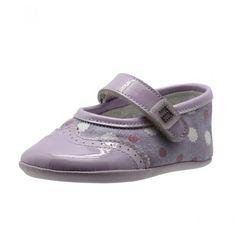Zapato infantil con cierre de velcro, uno de los sistemas de cierre más comodos para las mamás, fabricado por Andanines, empresa tradicional en fabricación de calzado