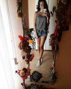 "Lucia Gaššová na Instagrame: ""Flowers 🌸🌼🌹 . . . . #flowers #flower #flowerstagram #roses #girlstyle #girl #slovakgirl #czechgirl #woman #womanstyle #womanslook…"" Roses, Woman, Flowers, Instagram, Fashion, Moda, Pink, La Mode, Florals"