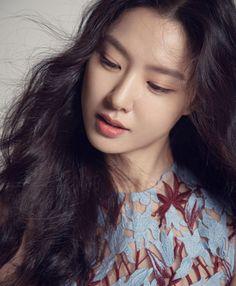 """Bộ ảnh fansign đẹp muốn xỉu của chị đẹp Bắc Hàn """"Crash Landing On You"""" hot trở lại: Đẹp thế này mà lâu nay chẳng ai hay! Celebrities Before And After, Celebrities Then And Now, Boy Celebrities, Celebrity Wedding Dresses, Celebrity Outfits, Celebrity Weddings, Celebrity Drawings, Celebrity Portraits, Seo Ji Hye"""