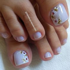 23 that will make you bright summer nails designs glitter fun 023 Bright Summer Nails, Summer Acrylic Nails, Cute Toe Nails, Toe Nail Art, Pedicure Designs, Toe Nail Designs, New Nail Art Design, Nagel Gel, Manicure And Pedicure