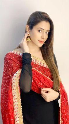 Indian Bridal Fashion, Indian Fashion Dresses, Indian Designer Outfits, Fancy Dress Design, Stylish Dress Designs, Stylish Dresses For Girls, Stylish Girl Pic, Beautiful Girl Photo, Beautiful Girl Indian