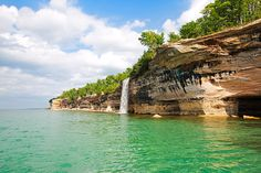 You've not seen a side of Michigan like this before. Pictures Of Beautiful Places, Beautiful Places To Visit, Places To See, Michigan Waterfalls, Yurt Camping, Academia Militar, Pictured Rocks National Lakeshore, Picture Rocks, Upper Peninsula