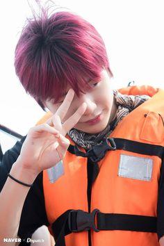 Kang Daniel Wanna One - Filming 'Wanna Travel Jinyoung, Daniel K, Fandom, Bear Pictures, Produce 101 Season 2, Kim Jaehwan, Ha Sungwoon, Seong, South Korean Boy Band
