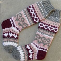 Cable Knitting, Knitting Stitches, Knitting Socks, Fair Isle Knitting Patterns, Wool Socks, Kids Socks, Slipper Socks, Knitting Projects, Mittens