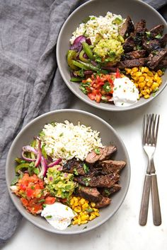Steak fajita bowls with garlic lime rice, chili roasted corn, grilled peppers and onions, pico de gallo, & guacamole (Steak And Chicken Fajitas) Think Food, I Love Food, Food For Thought, Feel Good Food, Mexican Food Recipes, Beef Recipes, Cooking Recipes, Healthy Recipes, Jar Recipes