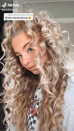 Hair Tips Video, Hair Videos, Pretty Hairstyles, Easy Hairstyles, Hair Up Styles, Hair Styler, Curly Hair Tips, Aesthetic Hair, Hair Looks