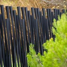 Clôtures : Clôtures espaces verts - Bambu METALCO Pinned to Garden Design - Walls, Fences & Screens by Darin Bradbury. use smaller to highlight plants instead of fence in the yard. Brick Fence, Front Yard Fence, Metal Fence, Concrete Fence, Stone Fence, Corrugated Metal, Fence Stain, Architecture Courtyard, Landscape Architecture