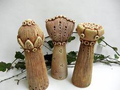 Cizokrajné+květiny+Ze+šamotové+hlíny,+vhodné+i+k+venkovní+dekoraci+-+výška+20+-21+cm.+CENA+ZA+KUS+!!