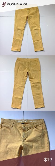 """GAP Kids Mustard Color Jeans GAP Kids Mustard Color Super Skinny Jeans. Size 10 Plus has an adjustable waist, 31"""" around top, 17"""" across hips, 7"""" rise, 23"""" inseam, 8"""" across thigh, 5.5"""" across ankle. 99% cotton, 1% stretch. The dyeing process allows the original blue color to been seen a little bit, especially in the thicker areas of the jeans, along seams and at the pockets. 310/100/031217 GAP Kids Bottoms Jeans"""