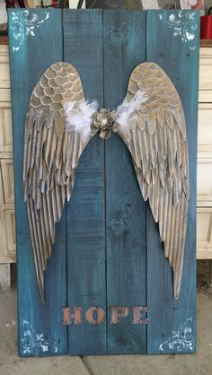 A custom, made-to-order, pallet angel wing sign. Wings are metal. Dimensions: 22 x 35 Local Pick ups preferred Happy to ship though. Wooden Angel Wings, Angel Wings Wall Art, Angel Wings Wall Decor, Angel Decor, Angel Art, Paper Angel, Angel Wings Painting, Diy Angels, Pallet Wall Decor