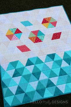 Beach Bum - Triangle Baby Quilt Tutorial | Diary of a Quilter - a quilt blog Baby Quilt Tutorials, Pillow Tutorial, How To Finish A Quilt, Machine Quilting, Quilt Patterns, Blanket Patterns, Quilting Designs, Baby Quilts, Beach Bum