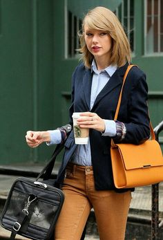 8fb270d304be Furry best friend: Taylor was joined by her cute cat Meredith, who she  ferried about in a mesh carrying case