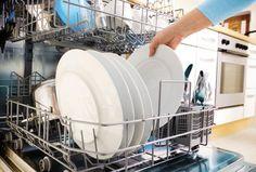 Bactéries : le lave-vaisselle est-il dangereux pour la santé ?, nettoyez-le régulièrement avec du vinaigre et de bicarbonate de soude. Ce grand nettoyage devrait être effectué au moins une fois par mois.