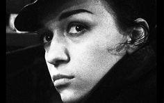 "Ewa Demarczyk  ""Der Schwarze Engel"", ""Czarny Anioł"". ""Black Angel"", ""El Ángel Negro"", ""l'Ange Noir""! https://www.youtube.com/watch?v=Q88iFRcv8I8"