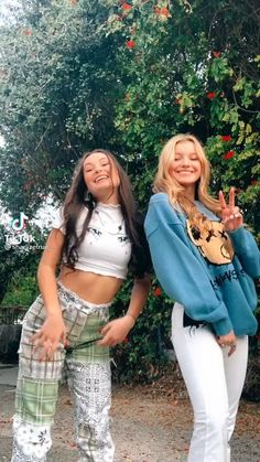 Perfect Sisters, Purple Wallpaper Iphone, Feel Good Videos, Choreography Videos, American Girl, Cool Girl, Bff, White Jeans, Comfy