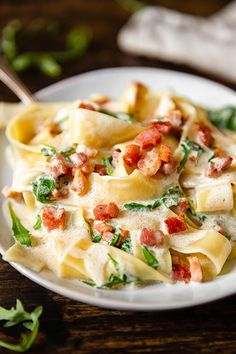 Try this pappardelle carbonara mixed with with some fresh arugula for a quick dinner that is far from ordinary. As much as I love to cook and hanging out in the kitchen is one of Pasta Carbonara, Pappardelle Pasta, Pasta Dinner Recipes, Pasta Dinners, Italian Dishes, Italian Recipes, Italian Pasta, Italian Meals, Italian Cooking