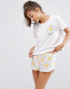 Imagen 1 de Pijama con camiseta y pantalón corto Egghausted de ASOS