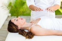 Η θεραπεία ρέικι βοηθά στην ανακούφιση πόνων του φυσικού σώματος