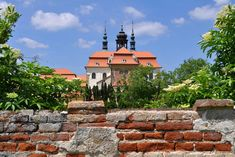 Foto über Velehrad: Das Cistercian Kloster mit der Basilika Pilgerfahrt Ort der Str.-Cyril und Str. MethodiusSignificant der Tschechischen Republik. Bild von gebet, kirk, sommer - 14691972
