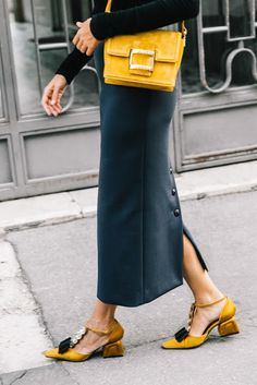 Best Shoes Soft colors and Details. 41 Cool Street Style Shoes and Outfits To Rock This Season – Best Shoes Soft colors and Details. Fashion Mode, Fashion 2018, Look Fashion, Autumn Fashion, Womens Fashion, Fashion Trends, Milan Fashion, Street Look, Street Chic