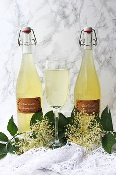 Hedgerow homebrewing doesn't have to be expensive or difficult. Find out just how easy it is to make your own Elderflower champagne from ingredients growing in a park or garden near you! Get the recipe for this fizzy wine at Supper in the Suburbs. Make Your Own Wine, Brew Your Own, Alcohol Recipes, Wine Recipes, Elderflower Champagne, Champagne Recipe, Wine Club Membership, Wine Drinks, Beverages