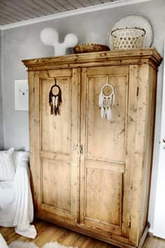 skandinavian boheme | tine k | boho interior | talonpoikaiskaappi | unisieppari Play Houses, Cupboard, Armoire, Sweet Home, Cottage, Interior Design, Bedroom, Closets, Cabinets