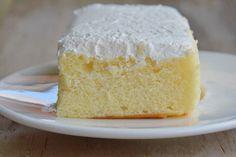 La torta paradiso Bimby è soffice, golosa e davvero irresistibile. Ecco la ricetta e le varianti con crema al latte, senza uova e al cioccolato