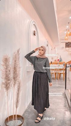 Hijab Casual, Ootd Hijab, Street Hijab Fashion, Muslim Fashion, Korean Fashion, Fashion Outfits, High Fashion, Skirt Ootd, Hijab Stile