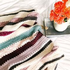 FREE CROCHET PATTERN -THE VINTAGE WALL HANGING - Crochet Pretty Crochet Wall Hangings, Crochet Wall Art, Free Crochet, Crochet Baby, Vintage Walls, Chevron Blanket, Stroller Blanket, Crochet For Beginners, Crochet Patterns