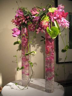Hitomi Gilliam for NeoTropica, buffet table floral design idea.