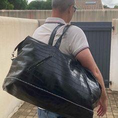 Clotilde Recuras sur Instagram: Encore un sac dont je me sers régulièrement MAIS uniquement pour des petites virées de quelques jours et quand je n'ai pas un aéroport à…