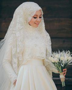 Hijab Wedding: 866 Beğenme, 10 Yorum - Instagram'da Zeynep + Seyfullah Yalçınkaya (Foto... Muslim Wedding Gown, Hijabi Wedding, Wedding Hijab Styles, Muslimah Wedding Dress, Muslim Wedding Dresses, Muslim Brides, Dream Wedding Dresses, Wedding Attire, Bridal Dresses